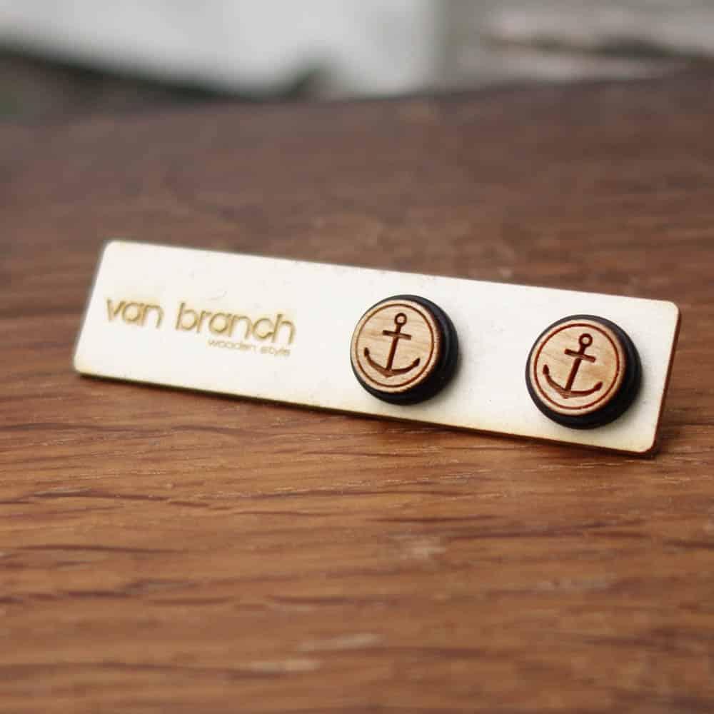 Handgefertigte Ohrstecker aus Ebenholz und