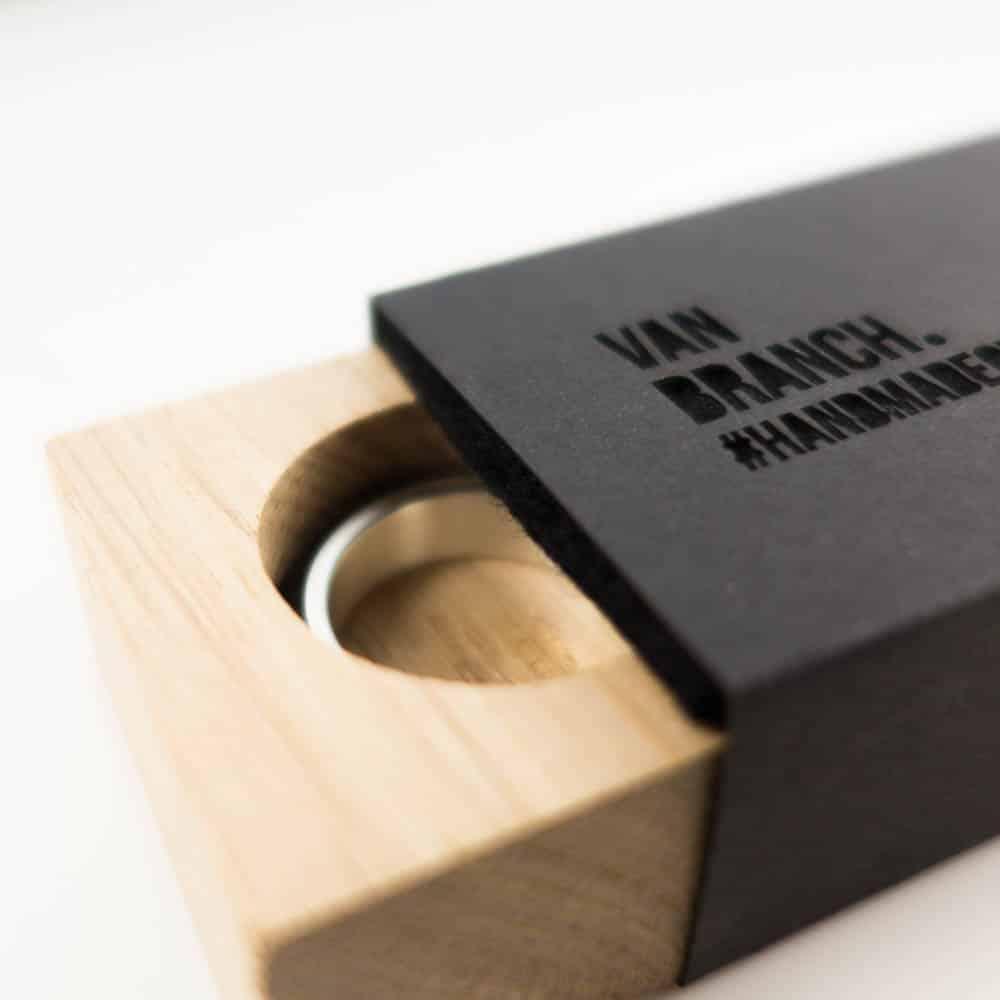 Holzring Eichborndamm Mooreiche   Sterlingsilber - van branch - Detail Verpackung
