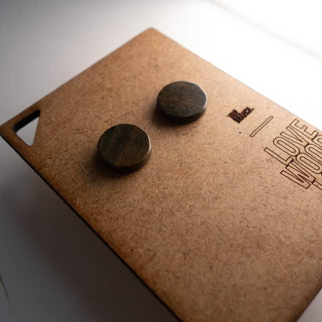 Handgefertigter Ohrring aus Verawood in 14mm, liebevolle Handarbeit