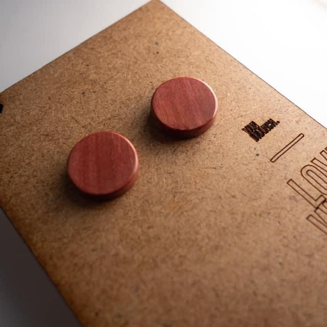 Handgefertigter Ohrring aus Pink Ivory in 14mm, liebevolle Handarbeit