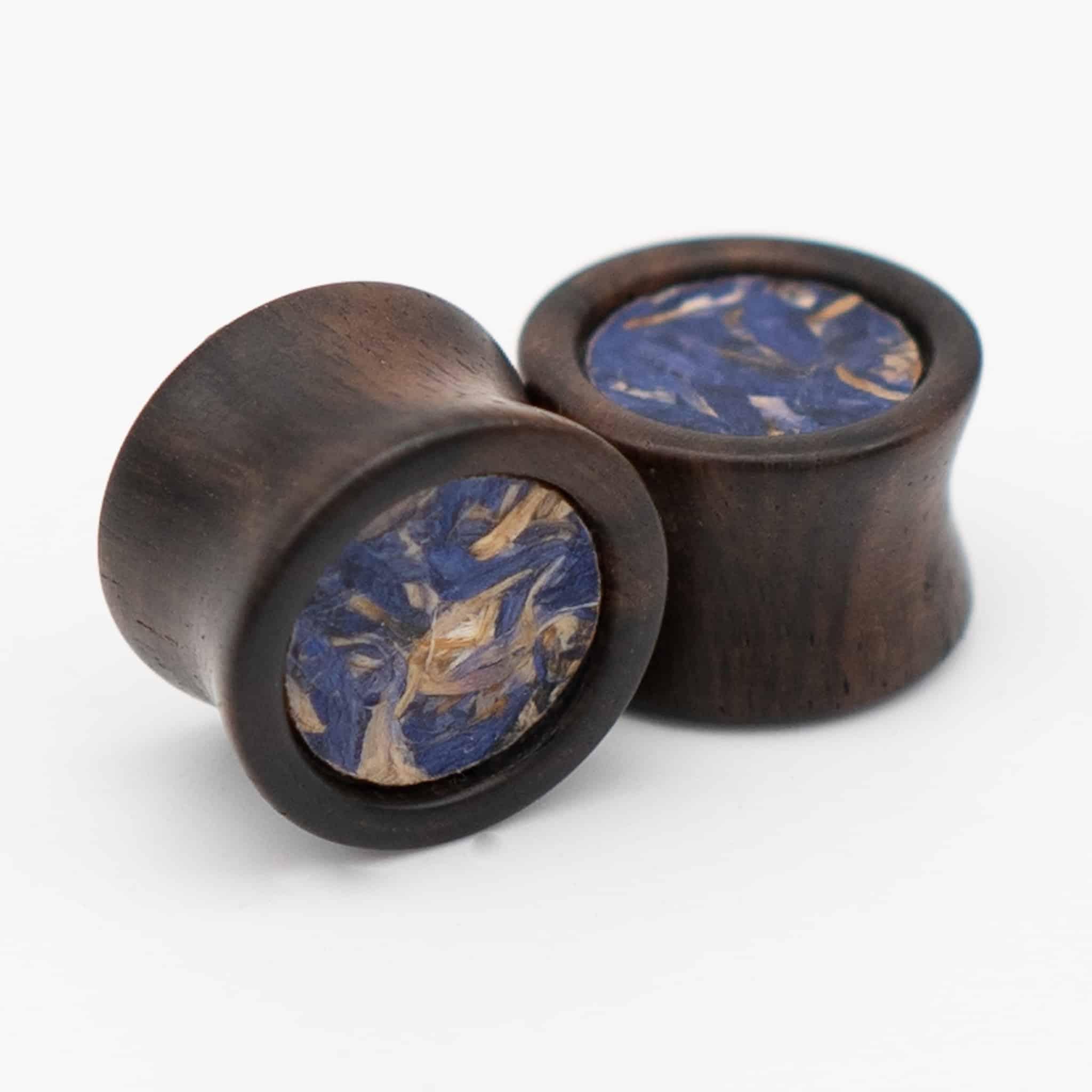 Handgefertigter Holz-plug aus Ebenholz in 14mm, liebevolle Handarbeit mit blauer Blumen einlage