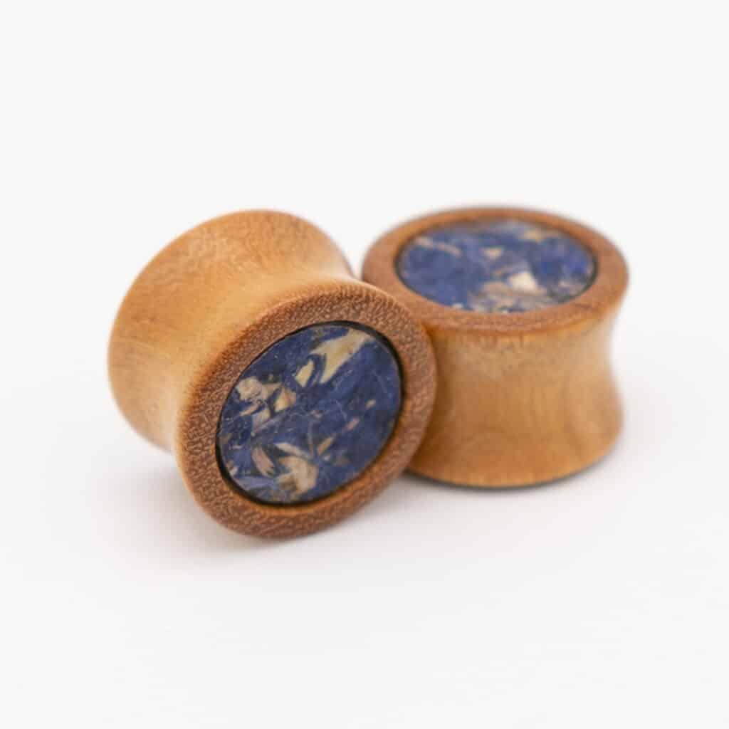 Handgefertigter Holzplug aus Ebenholz in 24mm, liebevolle Handarbeit mit kornblumen einlage