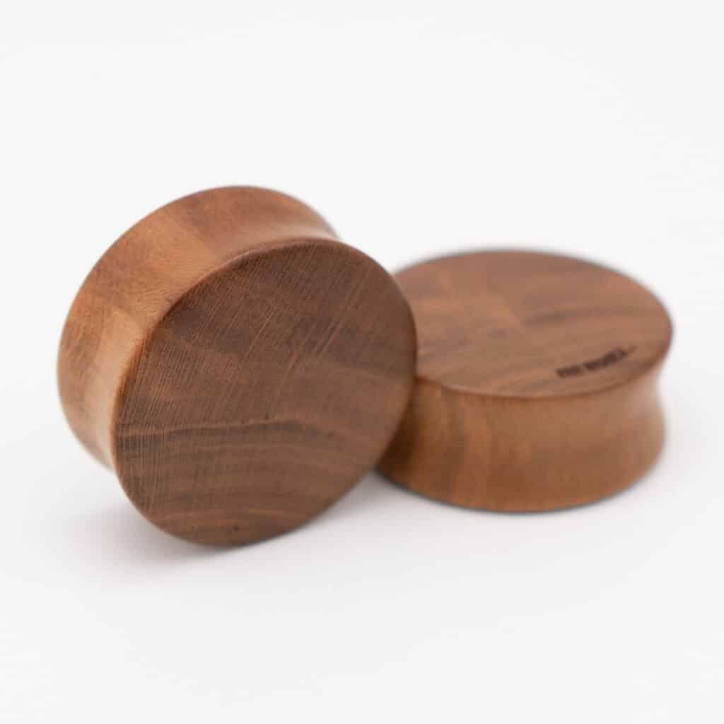 Handgefertigte 24mm Plugs für Ohren aus Zwetschgenholz mit van branch Schriftzug