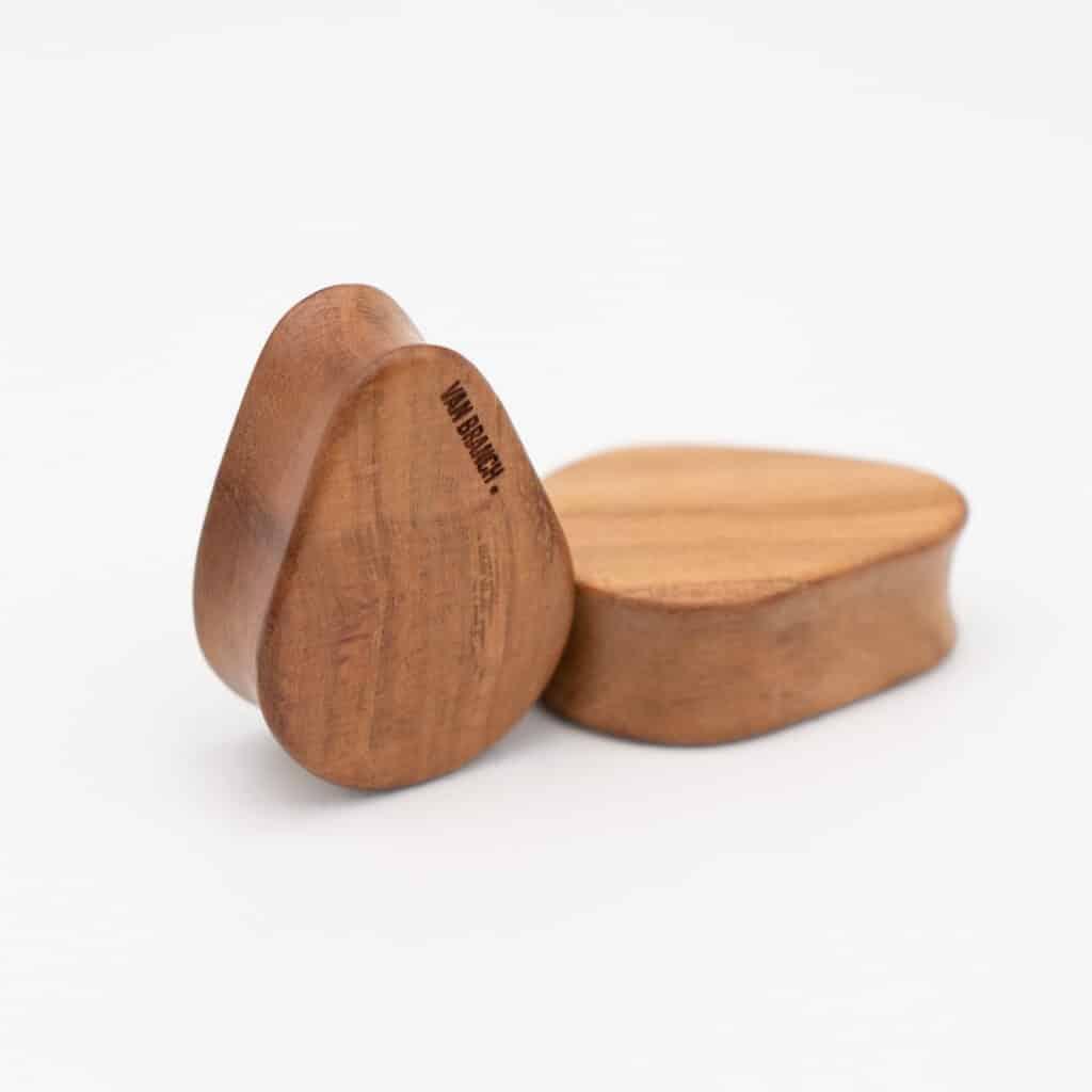 Handgefertigte 24mm Tropfenförmige Plugs für Ohren aus Pflaumenholz mit van branch Schriftzug