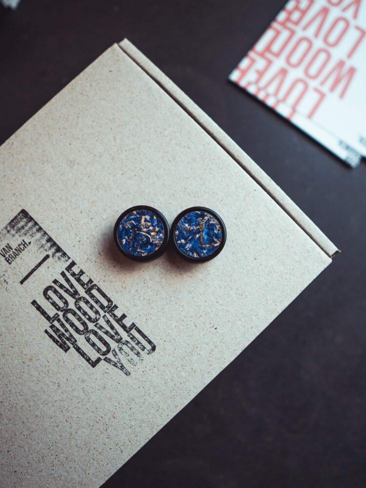 Handgefertigter Holz-plug aus Ebenholz in 23mm, liebevolle Handarbeit mit blauer Blumen einlage