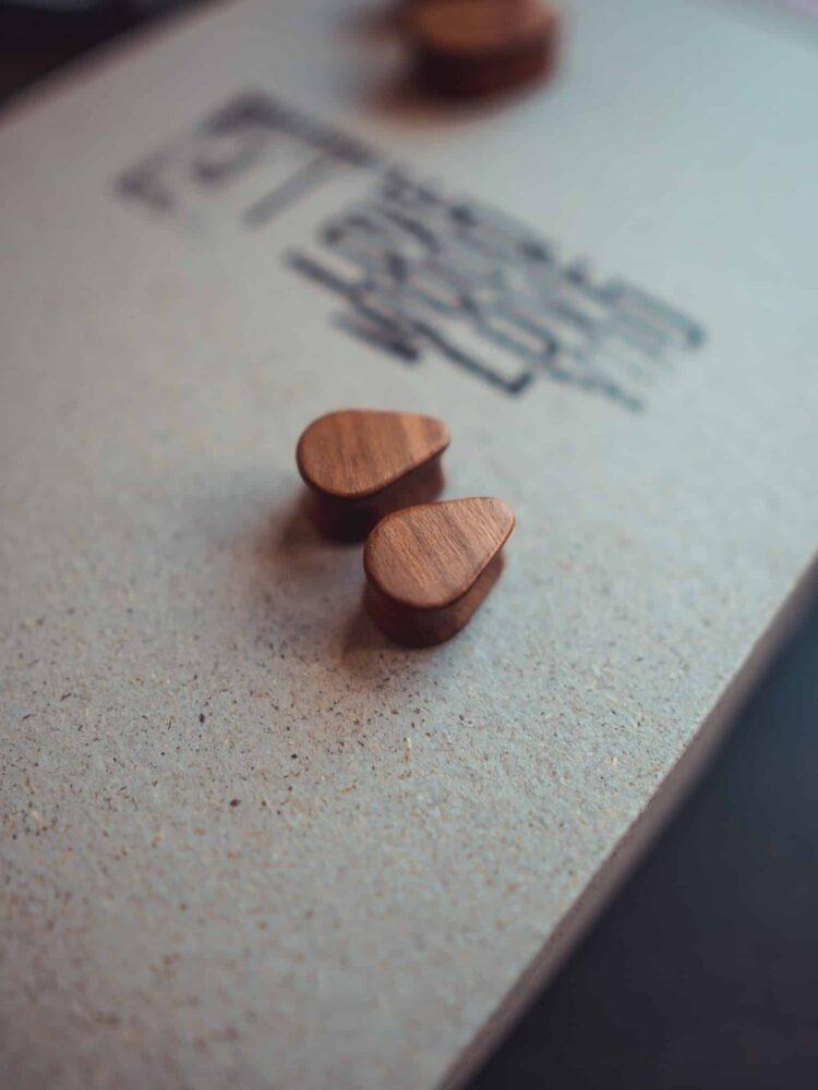 Handgefertigte 14mm Tropfen Plugs für Ohren aus Pflaumenholz mit van branch Schriftzug