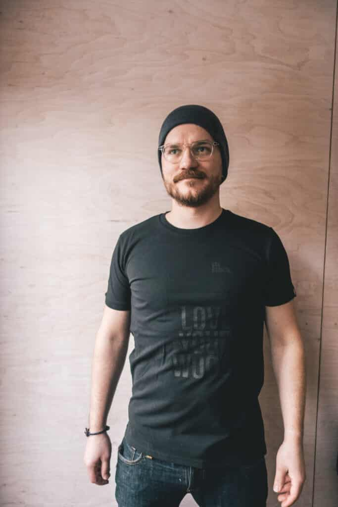 Shirt schwarz LOVE YOUR WOOD-2