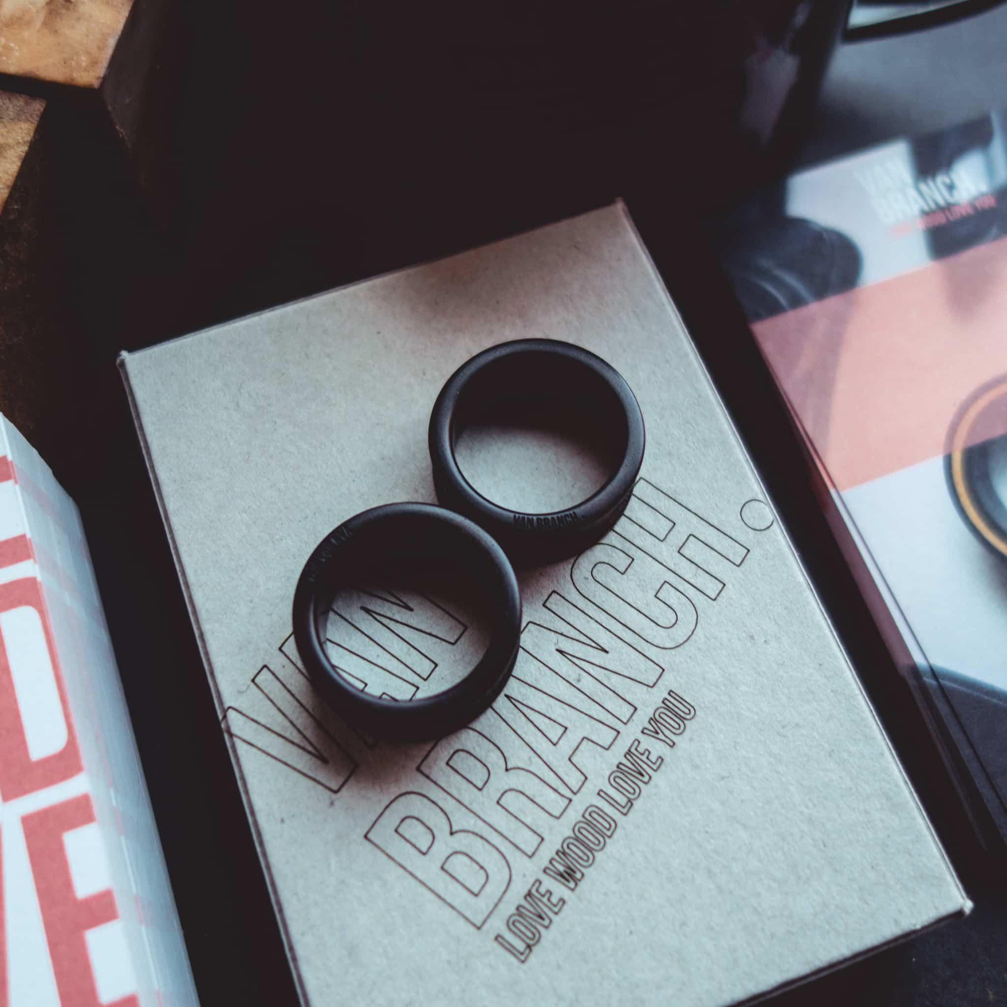 Handgefertigte 24mm Ohr plugs-tunnels aus Ebenholz mit individueller Gravur