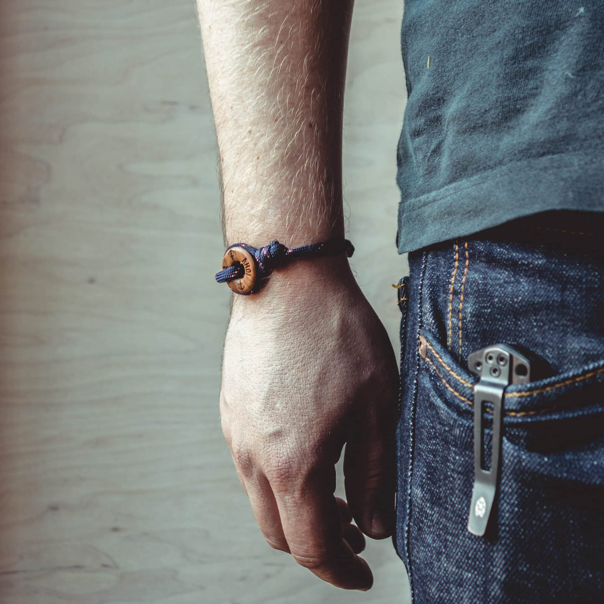 Armband aus blauer Kordel und Olivenholz mit optionaler Gravurmöglichkeit/ Personalisierung