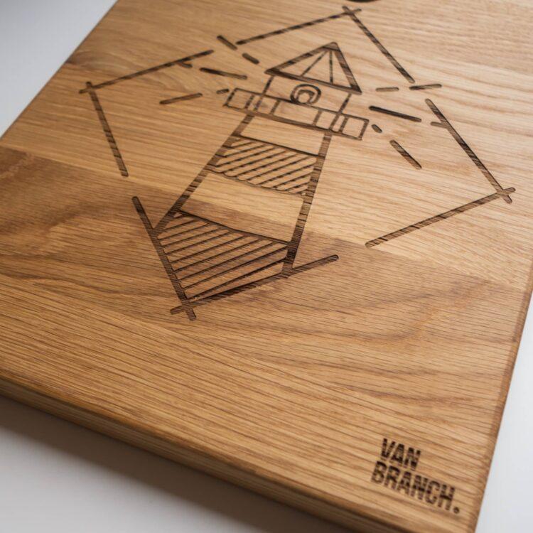 Servierbrett Holz Upcycling mit Leuchtturm Motiv