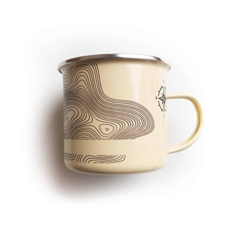 Tasse Emaille mit topografischem Motiv und Spruch Rückseite