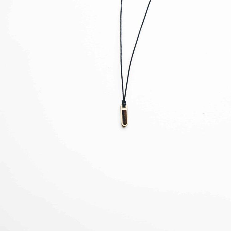 Kette aus Holz mit schwarzer Kordel mit optionaler Gravurmöglichkeit/Personalisierung