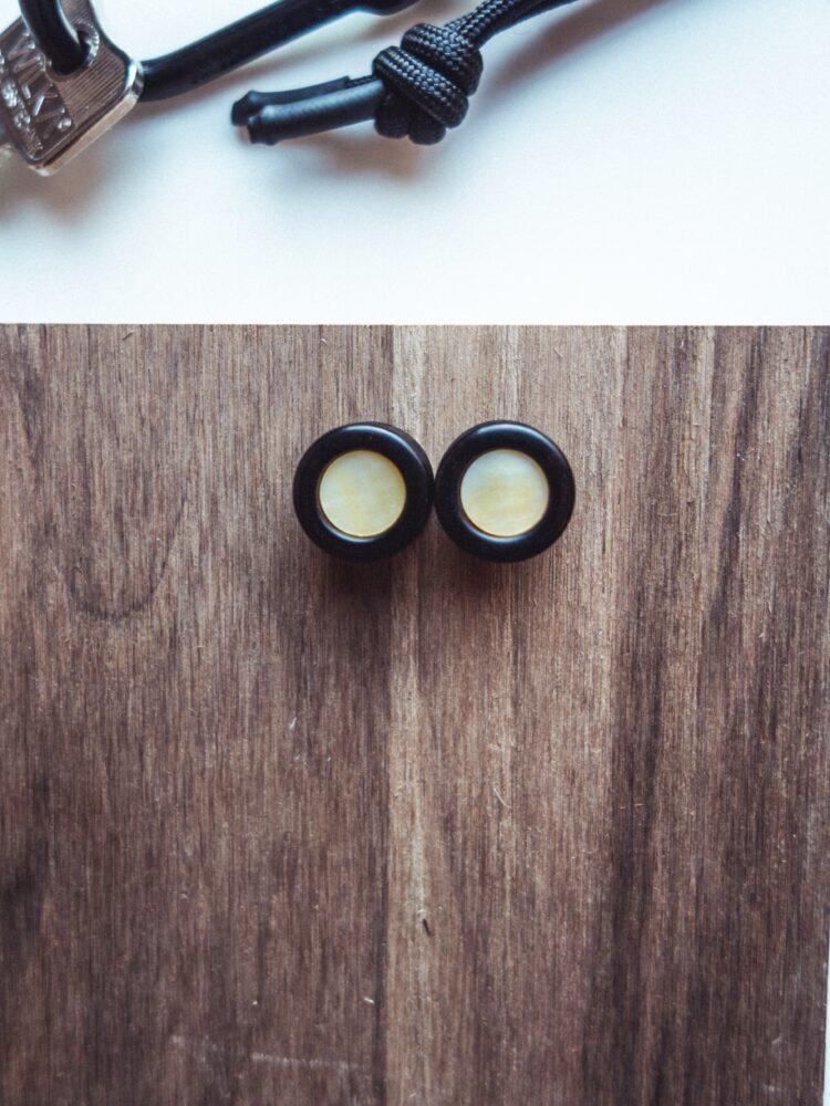 Handgefertigte 24mm Holz Plugs aus Ebenholz mit Perlmutt