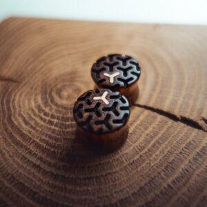 Handgefertigte Ohr Plugs aus Chechen in 20mm, liebevolle Handarbeit mit Ilex Intarsie und Muster