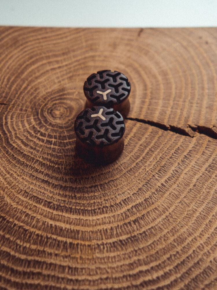 Handgefertigte Holz Tunnel aus Chechen in 20mm, liebevolle Handarbeit mit Ilex Einlage und Muster