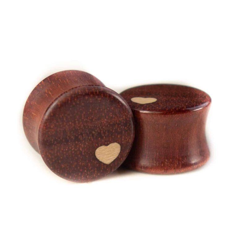 Handgefertigter Herzplug aus Satiné in 14mm, liebevolle Handarbeit mit Ilex Herz