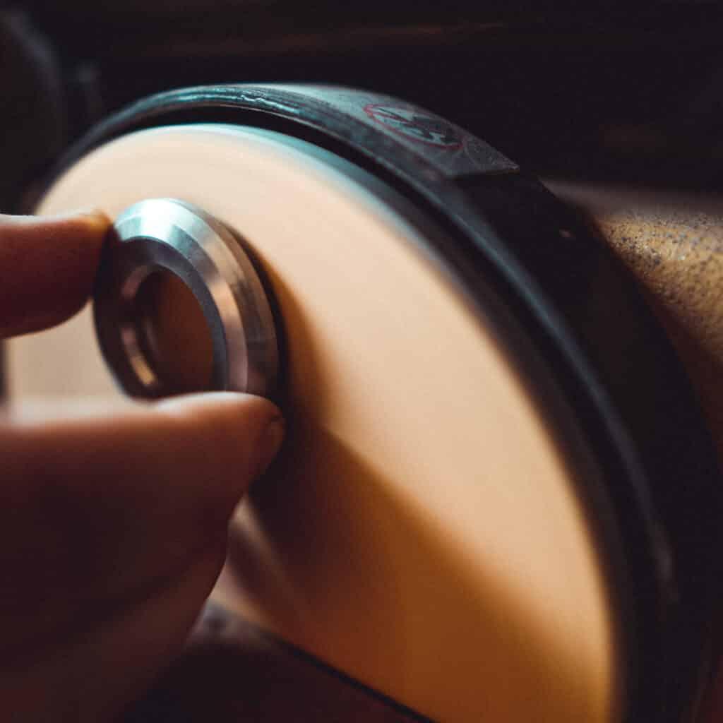 Herstellung Kettenanhänger Friedenau in unserer Werkstatt