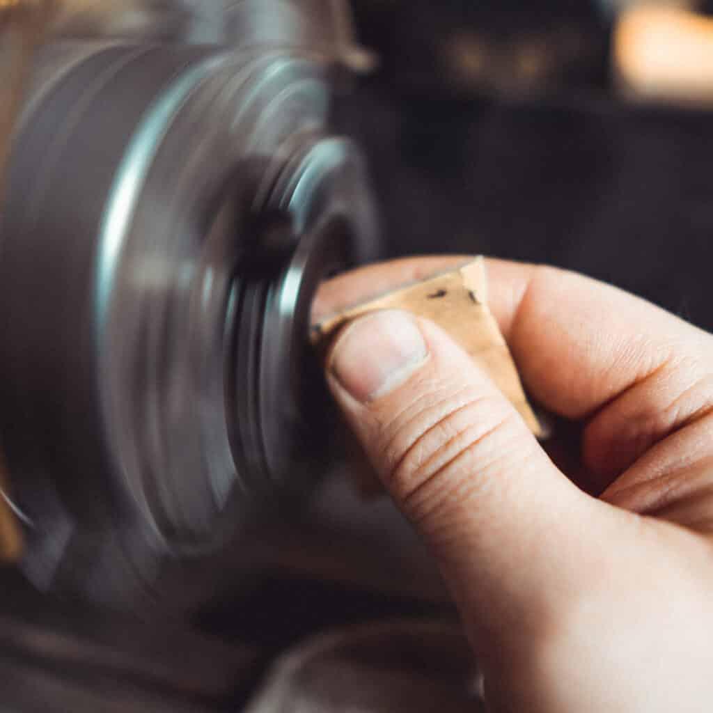 Herstellung Kettenanhänger Friedenau in eigener Werkstatt