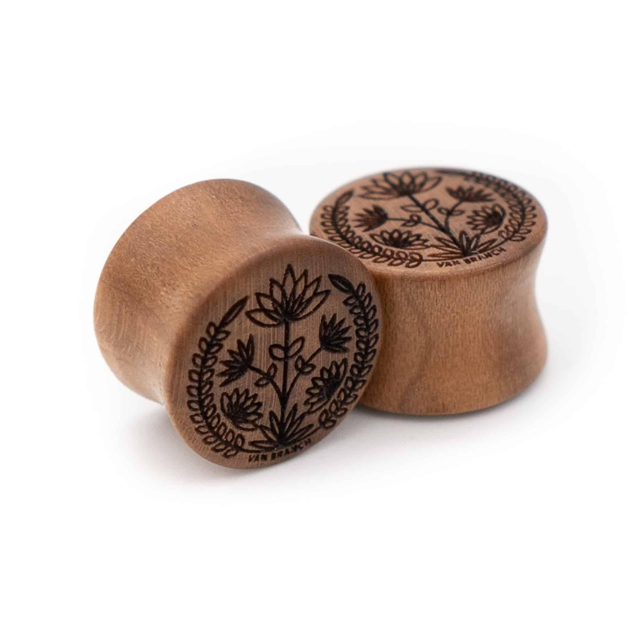 Handgefertigte 14mm Holzplugs für Ohren aus Pflaume mit Blumen Motiv