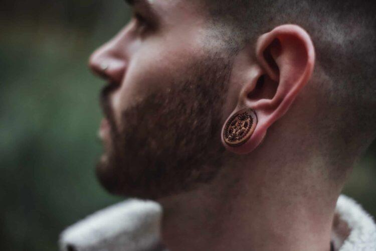 Handgefertigte 22mm Ohrplugs für Ohren aus Pflaume mit Blumen Motiv